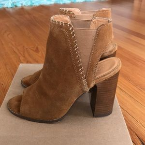 Urban Outiftters bootie Camel size 7